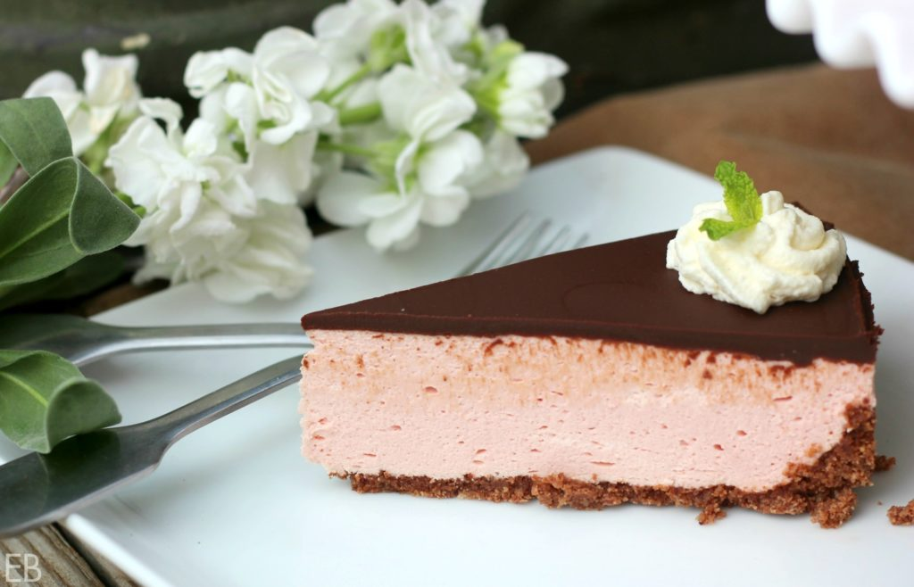 No-Bake Peppermint Cheesecake {Real Food, Paleo, Primal, Gluten-free, Probiotics! Sooooo yummy!!!}