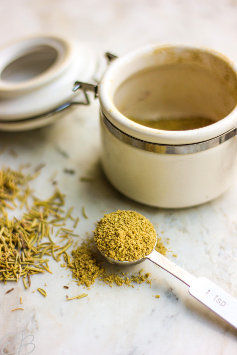 dried rosemary powdered and whole in a teaspoon and sprinkled